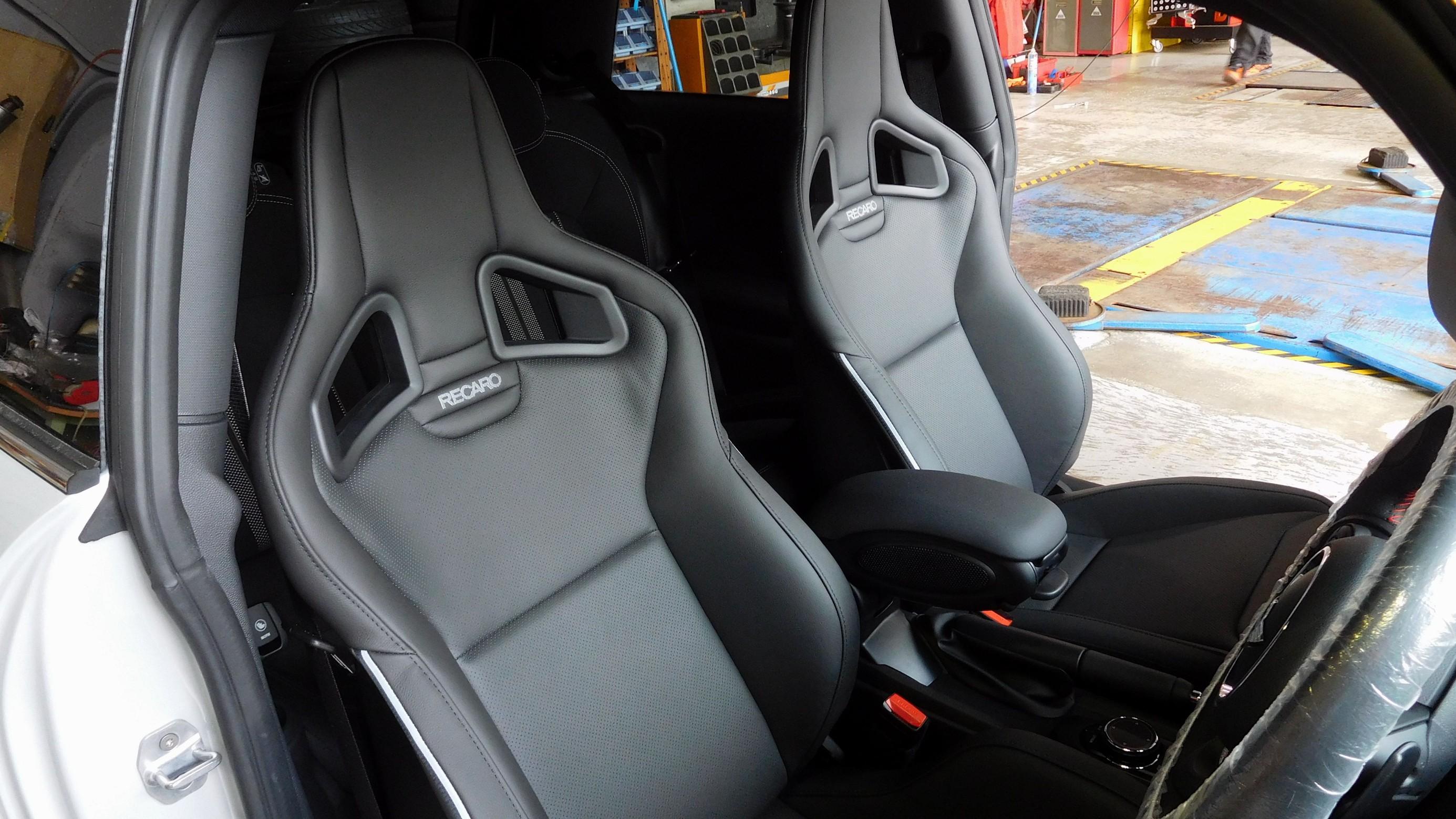 Mini Cooper Sportster >> MINI JOHN COOPER WORKS F56 のシート交換作業 / RECARO(レカロ)Sportster(スポーツスター) | ミニ インテリア インテリア > ステアリング ...